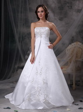Beautiful Strapless Embriodery Wedding Bridal Dress In White Low Price