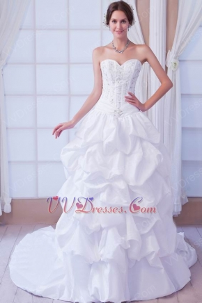 Classic Sweetheart Embroidery Garden Outdoor White Bridal Gown